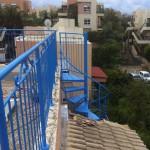 מדרגות לוליניות חיצוניות לגג