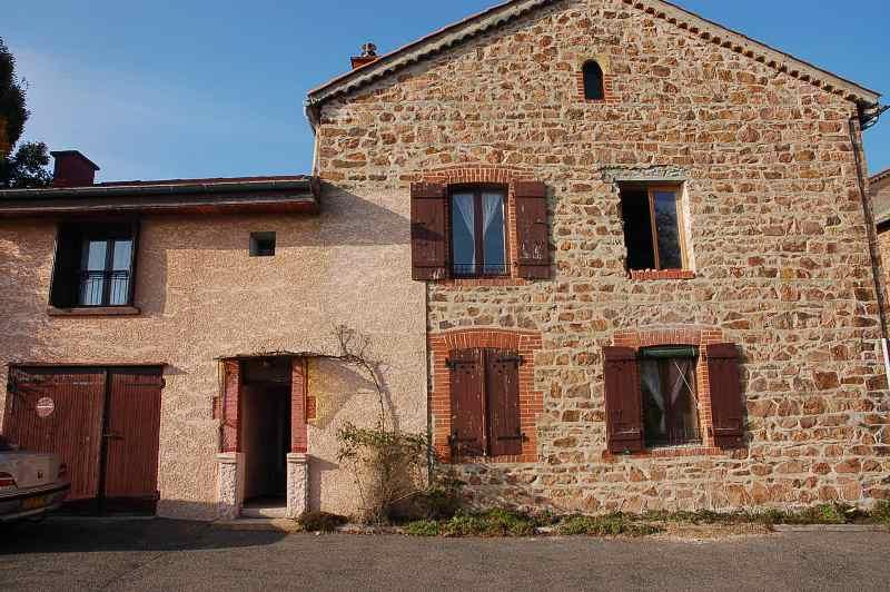 הרכבת מדרגות בבית עתיק בכפר בצרפת