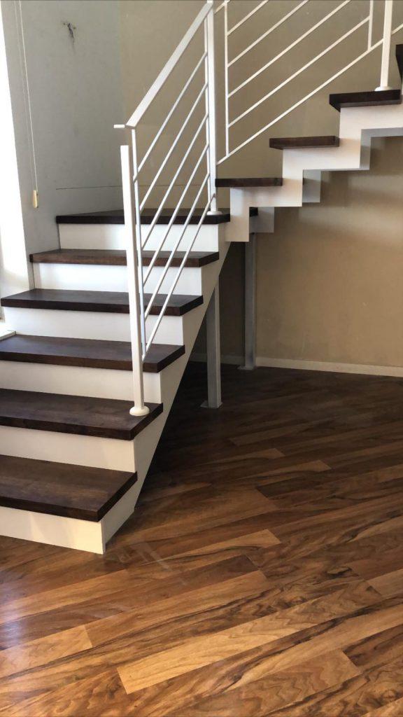 מדרגות שתי קורות מדורגות